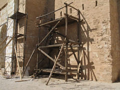 IMG_4401 ribat in Monastir (Harry -[ The Travel ]- Marmot) Tags: wood travel construction scaffolding tunisia fortress pijp monastir steiger steigers ribat tunesie pijpen constructie steigerpijpen