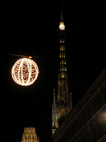 light night 510fav ball cathedral belltower cathédrale rouen nuit boule clocher bilboquet kendama titlefoundbybisc