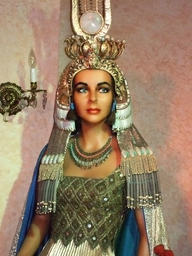 a description of the cleopatra an egyptian queen Source this week, by popular demand, we'll be deconstructing the fashion sense  of egypt's most famous pharaoh, cleopatra (and if this.