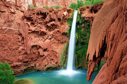 Mooney Falls por Forget Me Knott Photography.