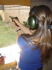soy peligrosa (ellamiranda) Tags: ella pistola tiro clubdetiro ellamiranda