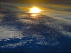 la terre comme au ciel (francois et fier de l'tre) Tags: fiction mer soleil coucher science ciel terre lever planete kiss2 kiss1 francoisetfier abigfave p1f1