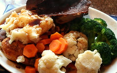 Sunday Roast Beef (Sunshine Hanan) Tags: food yummy big beef broccoli potato meal carrot yorkshirepudding publunch