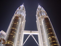 Petronas Twin Towers (YY) Tags: city bridge urban night lights lookingup malaysia kualalumpur kl petronastwintowers