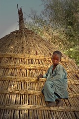 the hut (janchan) Tags: poverty africa roof portrait children kid village retrato hut nigeria thatch ritratto reportage fulani povert pobreza hausa whitetaraproductions