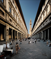 italy_florence_uffizi_court_wide_01 - by wvs