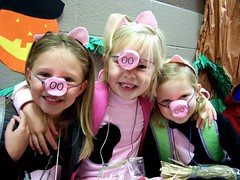 3 Little Pigs_Tori Jenna Madison (flattop341) Tags: friends kids costume 3littlepigs flattop341 contactmeforphotousage copyrightflattop341
