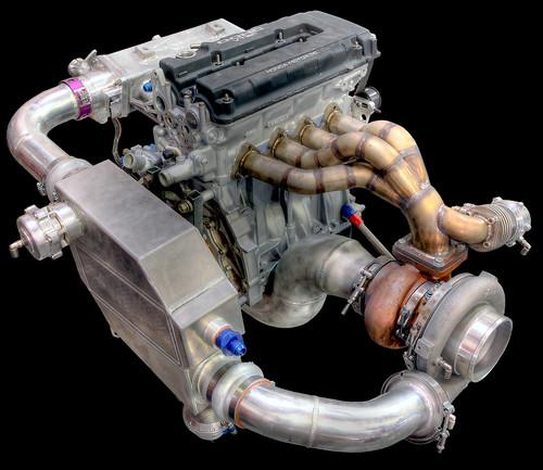 turbosprężarka zamontowana na silniku
