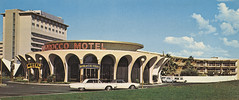 El Morocco Motel & Bank of Las Vegas - by Roadsidepictures