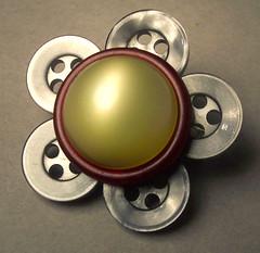 button flower pin - by tigerlillyshop