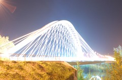 Incandescent (ManuelChao [ MoMoChao / ManuChao]) Tags: road street longexposure bridge light espaa luz night ro river way puente lights noche calle poste farola glow torre place carretera perspective loco movimiento seis farol logroo autobus rioja incandescent sobre larga espaol brillo exposicin p1f1
