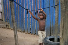 hangin' in there (janchan) Tags: poverty camp portrait people kids children retrato refugee refugees documentary ghana liberia ritratto reportage povertà pobreza refugeecamp buduburam whitetaraproductions
