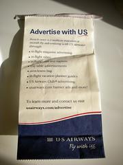 Anglų lietuvių žodynas. Žodis airsick reiškia a sergantis oro liga, sunkiai pakeliantis kelionę lėktuvu lietuviškai.