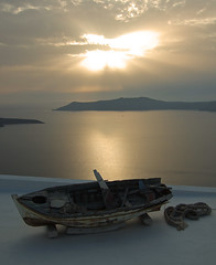 The Boat on the Roof (rymdborje) Tags: ocean roof sunset sky cloud water island boat rope santorini greece rymdborje