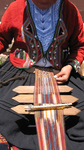 Chinchero chiquita working it (Center for Traditional Textiles - Chinchero Branch)
