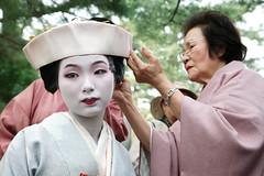 Final Touches: Edo Style (mboogiedown) Tags: travel autumn woman fall festival japan asian japanese women kyoto asia traditional culture makeup celebration   kimono tradition generations  kansai  period matsuri ages edo ocotber    jidai    yokoso           ilovekyoto experiencejapan fallinkyoto discoverkyoto