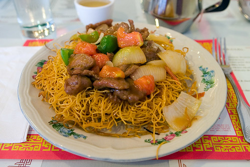 Tomato Beef Chow Mein with Crispy Hong Kong noodle