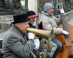 Jazz no problem (Brian Negus) Tags: musician music smile prague banjo charlesbridge megaphone doublebass jazznoproblem