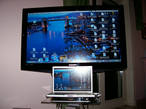 MacBook Pro & Samsung LCD-TV (front) by telephoto46.