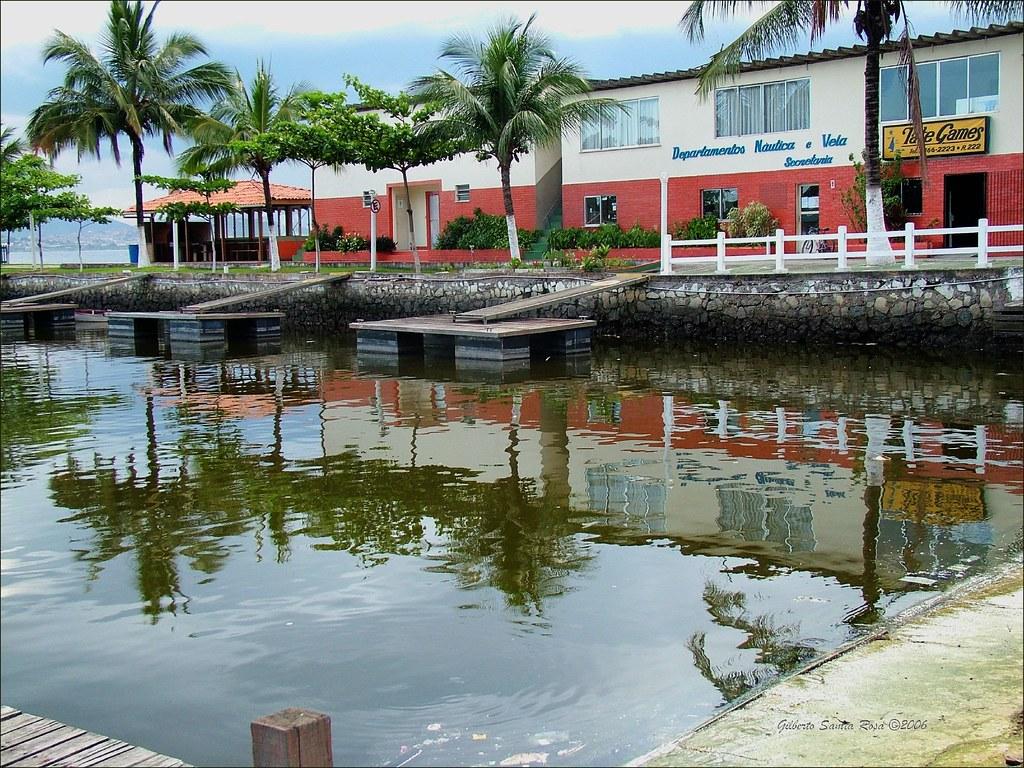 #923C39  Praia da Bica estação de rádio e Instituto de Pesquisas da Marinha 1700 Janela De Aluminio Na Ilha Do Governador