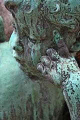 cherub (Leo Reynolds) Tags: cemetery canon eos 350d hand iso400 verdigris cherub f56 95mm cemeteryperelachaise hpexif 0011sec groupangelscherubs grouphandsclaws groupgraves groupverdigris leol30random 05ev xratio23x xleol30x
