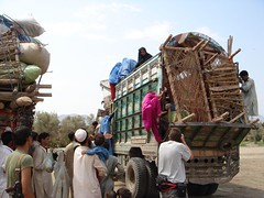 Unloading Second Refugee Bus B (Gustavo Montes de Oca) Tags: afghanistan home refugees augustseptember06