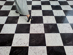 op art or flickr chess? (dr_loplop) Tags: white black london moblog square grid gallery chess trafalgar national checkerboard guesswhere portico opart k800i imeant brillresponse