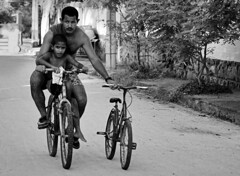 Pai,  difcil andar de bicicleta. Posso ir na sua? [Dad, it's hard to ride a bike. Can't I just use yours?] (Jim Skea) T