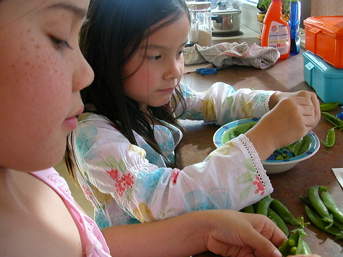 Shelling peas the way their mother taught 'em
