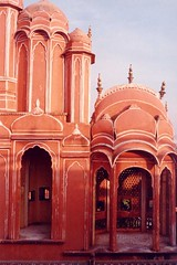 2 windows palace (Jaipur India) (Ahron de Leeuw) Tags: india architecture facade travels palace indie jaipur rajasthan inde rajastan ahrondeleeuw