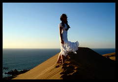 In a Moment (loquenoves) Tags: she selfportrait sand alone dunes ella viento 2006 arena explore latinoamerica soledad sola dunas cima dscs600 loquenoves dunasdeconcon