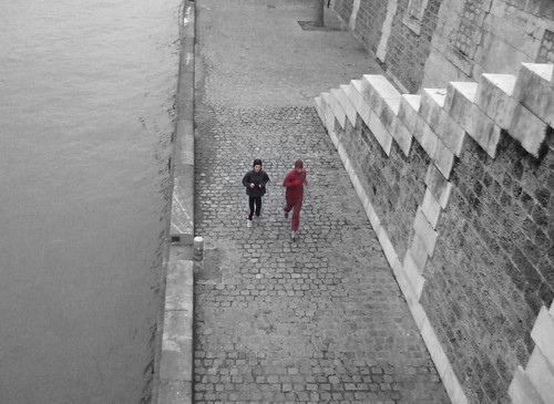 This morning one more time, The Flash was running on the Quais de Seine with his wife.