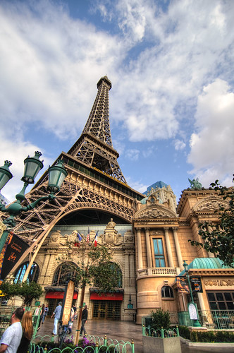 The Eiffel Tower in Las Vegas (1Ex HDR)