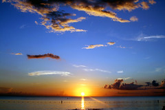 Beautiful Sunset (Cayman Islands) (Fevi in Pictures) Tags: pictures sunset beach islands photos grand 2006 september seven 24 cayman yu mile governors fevi fevisyu