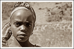 Retrato consentido de nia caboverdiana (Payuta Louro) Tags: trip travel vacation sepia islands photo retrato urko louro islas tomate caboverde 50club