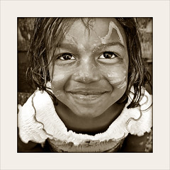 Smile Sis! (carf) Tags: poverty girls friends brazil bw streets love brasil sepia kids children hope blackwhite kid community education support child hummingbird jessica culture esperana social impoverished underprivileged altruism shanty educational streetkids streetchildren beijaflor favela development investment prevention sponsors cultural recuperation mundouno