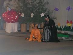 Fiesta de fin de año 2005 : Alicia en el País de las Maravillas (Las fiestas del Jardín) Tags: 2005 fiesta duquesa aliciaenelpaísdelasmaravillas gatodecheshire