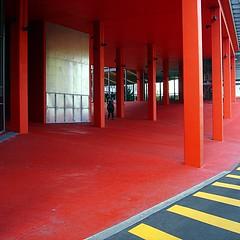 Red Pillars (gadl) Tags: red paris france sol marie geotagged rouge university pierre universit ground pillars atrium mur curie jussieu 75005 upmc piliers geotoolgmif universitpierreetmariecurie btimentatrium geolat48846439 geolon2357967