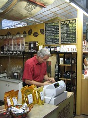 "laurent au marché drummond • <a style=""font-size:0.8em;"" href=""http://www.flickr.com/photos/70272381@N00/279481690/"" target=""_blank"">View on Flickr</a>"