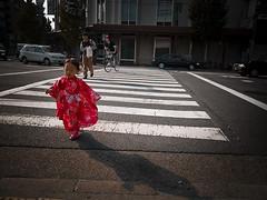 (Masahiro Makino) Tags: red girl japan kyoto olympus kimono crossroad e1