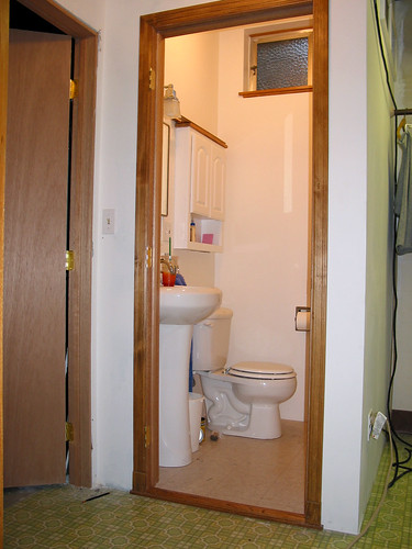 IMG_4505_BathroomDoorAfterTrim
