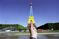 paris fr (michael_hughes) Tags: paris souvenirs michael eifeltower hughes michaelhughes wwwhughesphotographyeu
