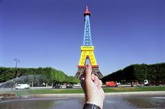 paris fr (michael_hughes) Tags: paris souvenirs michael eifeltower hughes michaelhughes wwwhughesphotographyeu