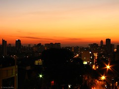 City at night (carlosmoraes) Tags: curitiba night nightlights crepsculo sunset city cidade citylights redsky cuvermelho