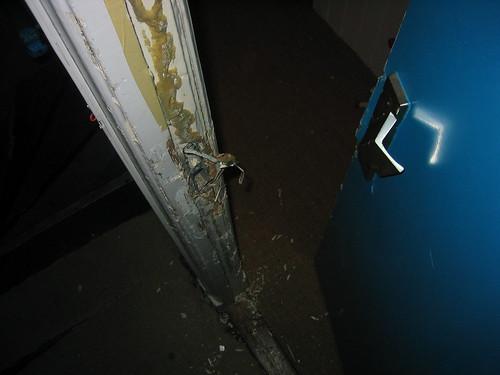 Foto van inbraak schade voor de verzkeringsclaim