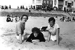 van Mourik zusjes midden 1950 (Rinie Wigard) Tags: vlissingen mourik walcheren