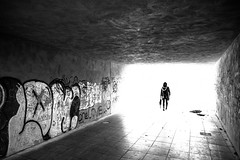 high noon (moltofredo) Tags: bw black white sw schwarz weiss noiretblanc monochrome street streetlife streetphotography silhouette human urban perspektive perspective