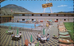 Majestic Lodge, Penticton, BC (SwellMap) Tags: postcard vintage retro pc chrome 50s 60s sixties fifties roadside midcentury populuxe atomicage nostalgia americana advertising coldwar suburbia consumer babyboomer kitsch spaceage design style googie architecture