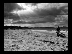 our way (gogoboy) Tags: jurere floripa florianopolis pb bw sky sea sand clouds