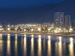 Chile, Iquique: Shine like a star (kool_skatkat) Tags: chile city travel light luz water topv111 night outside licht topv555 topv333 cityscape saveme nightshot deleteme10 lumière topv1111 topv999 topv222 topv777 lys topv666 topf10 luce نور ilaw iquique cahaya 光 svjetlo topv888 valo fény ligero ljus cosmocommentary lekki свет אור drita ışık topf5 svetlo dawl koolskatkat valgus světlo 빛 lleuger šviesa gaisma ضوء светлина tov444 светло lumină φωσ світло ánhsáng svetloba प्रकाश ความสว่าง